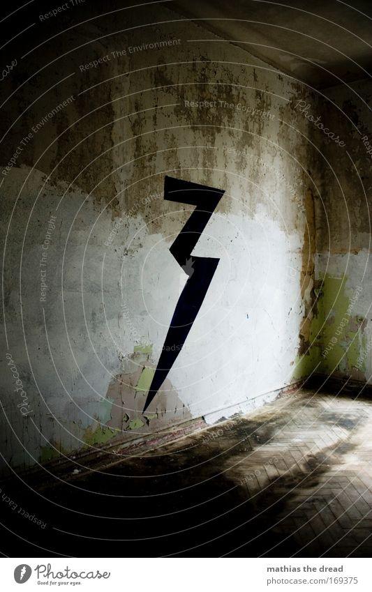 DIE DREI WAREN HIER alt schwarz dunkel kalt Wand Traurigkeit Mauer Raum dreckig Schilder & Markierungen 3 ästhetisch Fabrik Ziffern & Zahlen einzigartig