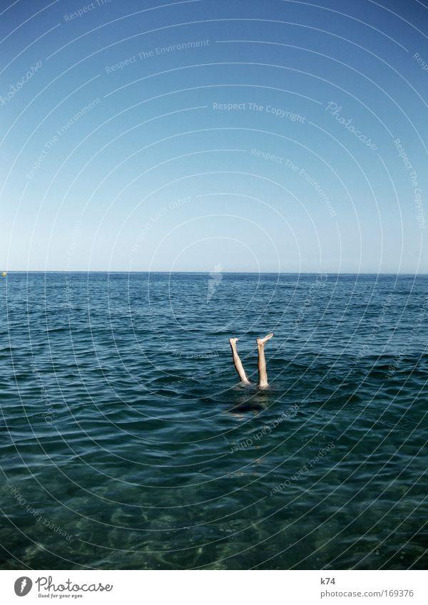 abgetaucht Mensch Himmel Mann Wasser Meer Sommer Freude Erwachsene Erholung Landschaft Küste Beine Luft Fuß Horizont Zufriedenheit