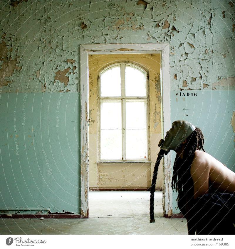 TÜRKLÄFFER Mensch alt Erwachsene kalt dunkel Fenster Hund Wand hell Raum geschlossen Haut warten offen maskulin ästhetisch
