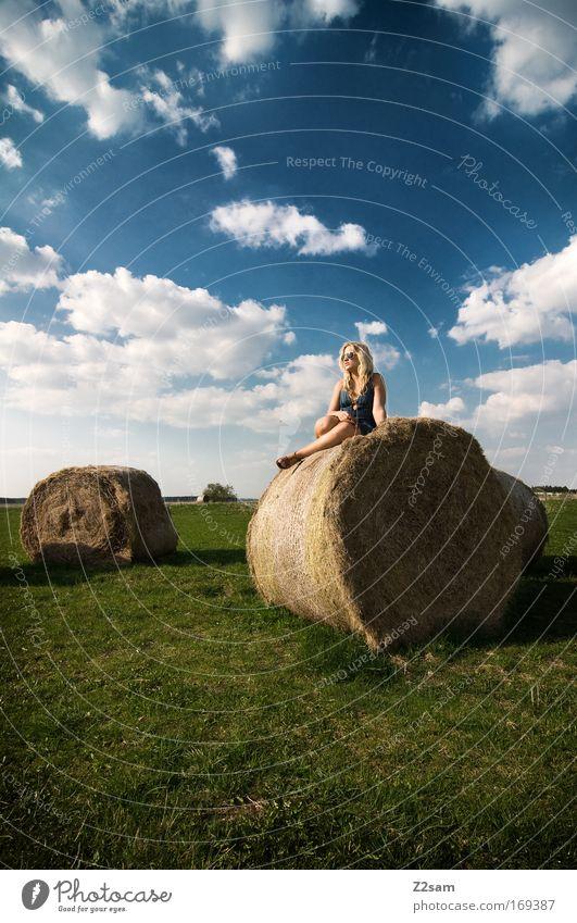 lena in heaven Himmel Natur Jugendliche schön Wolken Erwachsene feminin Landschaft Freiheit Gras Stil Denken Zufriedenheit blond Freizeit & Hobby elegant