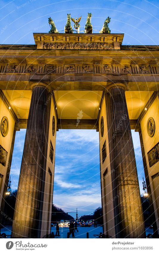 Leuchtendes Tor Ferien & Urlaub & Reisen Architektur Gebäude Freiheit Tourismus Kraft Ausflug Erfolg Coolness Macht Bauwerk Wahrzeichen Sehenswürdigkeit Denkmal