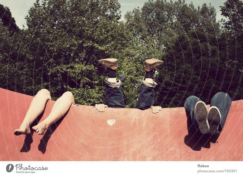 [MUC-09] Relax! exotisch Halfpipe Mensch Beine Fuß München Hose Turnschuh Erholung hängen lustig Freude Lebensfreude Coolness chaotisch Einsamkeit einzigartig