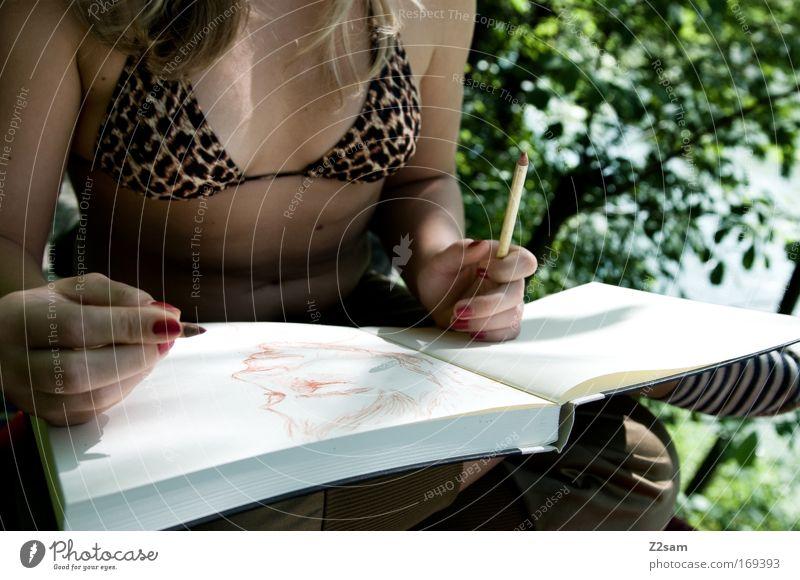 strich für strich Natur Jugendliche Hand ruhig feminin Erwachsene blond Freizeit & Hobby elegant Buch Design Finger Coolness Kommunizieren festhalten malen