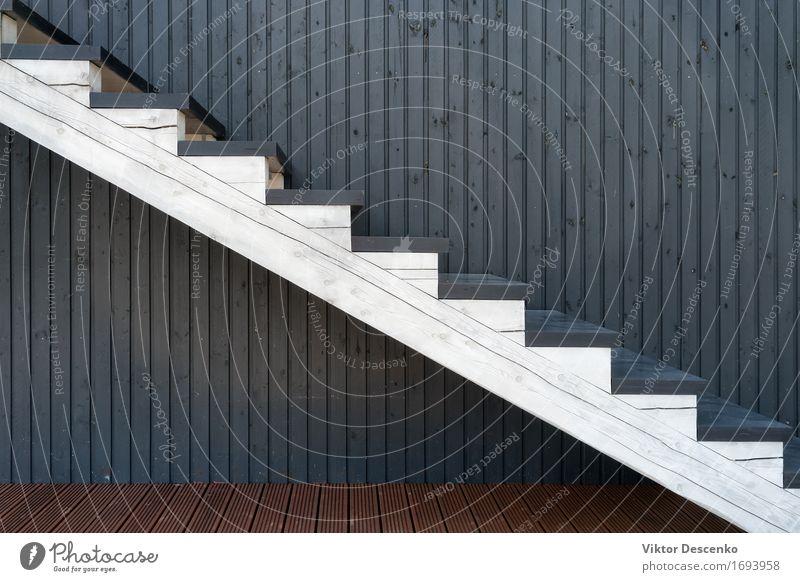 Weißes hölzernes Treppenhaus auf dem Hintergrund von farbigen Linien Stil Design schön Haus Dekoration & Verzierung Möbel Klettern Bergsteigen Gebäude