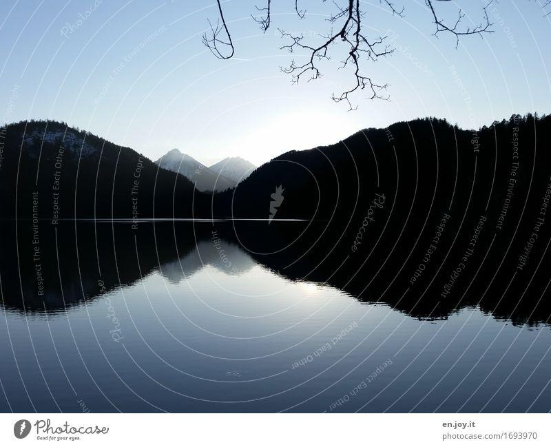 Übergang Himmel Natur Ferien & Urlaub & Reisen blau Landschaft Einsamkeit ruhig Winter dunkel schwarz Berge u. Gebirge Traurigkeit Herbst Religion & Glaube Tod See