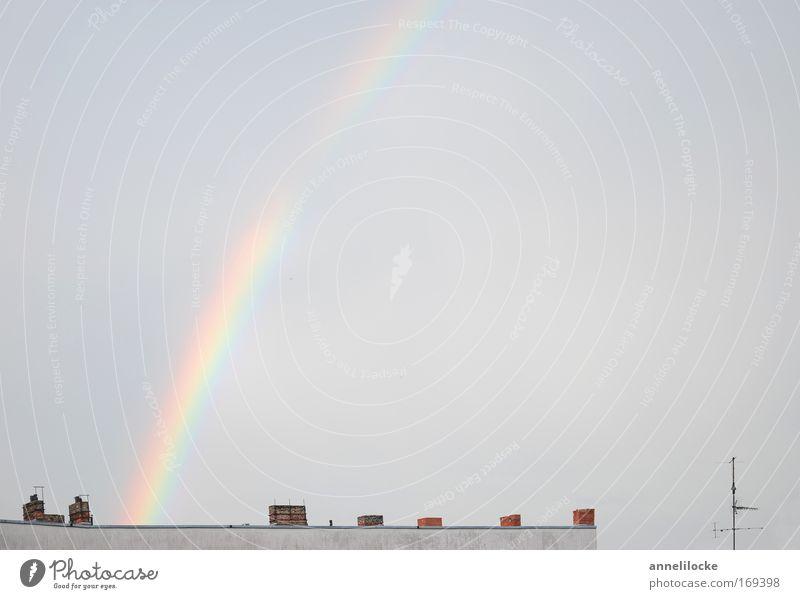 wo der Regenbogen wohnt Farbfoto Außenaufnahme Menschenleer Textfreiraum rechts Textfreiraum oben Tag Licht Lichterscheinung Totale Landschaft Himmel Wolken