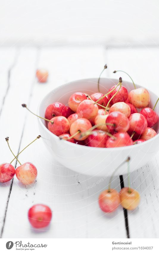 Kirschen Lebensmittel Frucht Ernährung Bioprodukte Vegetarische Ernährung Diät Slowfood Schalen & Schüsseln frisch Gesundheit lecker süß orange rot weiß