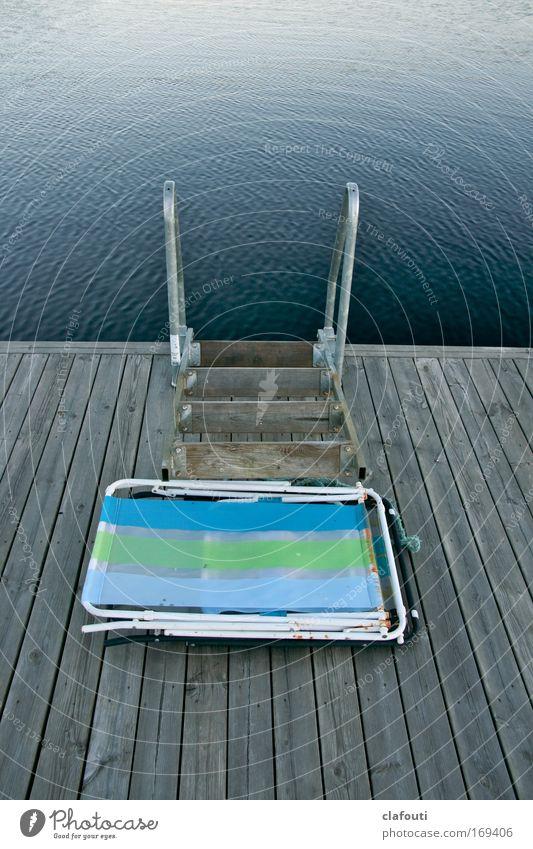 Mein Klappstuhl, mein Badesteg, mein See... Natur Wasser blau Sommer Ferien & Urlaub & Reisen Erholung braun authentisch Sonnenbad Vorfreude Sommerurlaub Stuhl