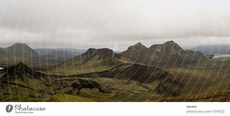 Vulkane im Nebel Ferien & Urlaub & Reisen Ferne Freiheit Berge u. Gebirge Natur Landschaft Urelemente Wolken schlechtes Wetter Hügel Felsen frei gigantisch