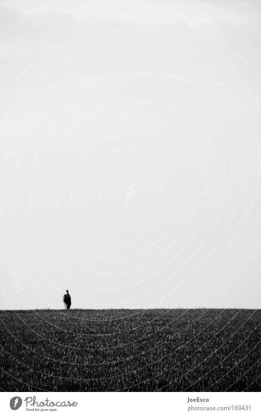 raum für gedanken... Schwarzweißfoto Außenaufnahme Totale Erholung Ferien & Urlaub & Reisen Abenteuer Freiheit maskulin 1 Mensch Umwelt Natur Gras alt gehen