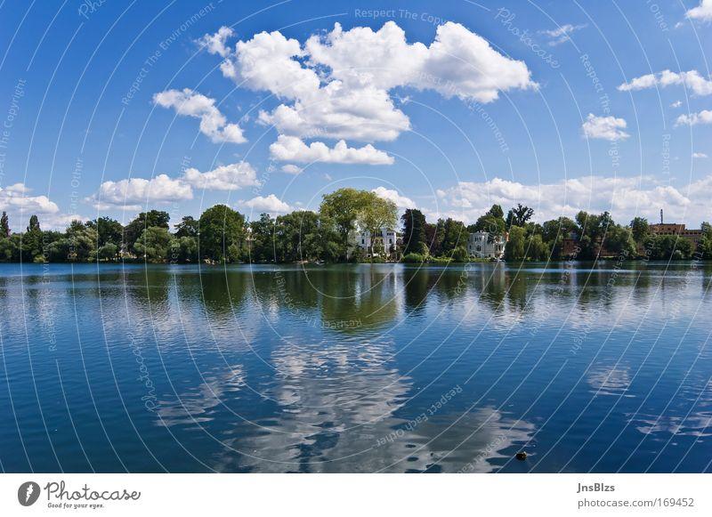 Heiliger See Himmel Natur Wasser blau weiß Baum Sommer Wolken ruhig Haus Erholung Landschaft Park Frieden Seeufer