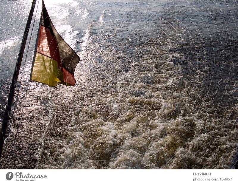 [HH 09.4/3] Deutschland_Heck Natur Wasser rot Meer Freude schwarz gelb Umwelt Freiheit gold nass Ausflug Schwimmen & Baden Fluss Fahne entdecken