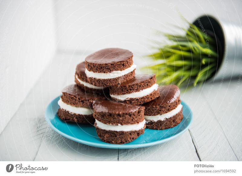 Milchschnittchen Lebensmittel hell Ernährung einfach lecker Süßwaren trendy Getreide Bioprodukte Frühstück Geschirr Kuchen Dessert Teller Backwaren Schokolade