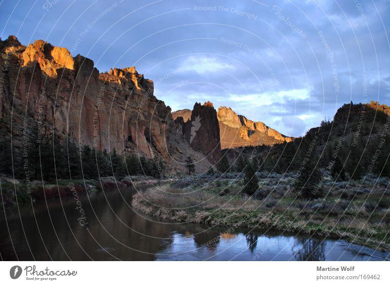 Smith Rock Himmel Natur Ferien & Urlaub & Reisen Wasser Landschaft Umwelt Berge u. Gebirge Freiheit Felsen Freizeit & Hobby Ausflug USA Flussufer Abenddämmerung
