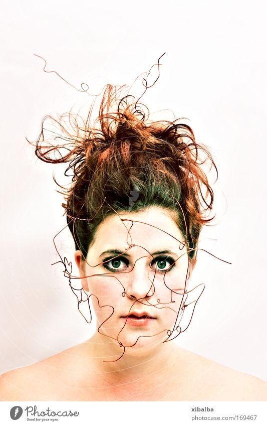 coppergirl Farbfoto Innenaufnahme Studioaufnahme Experiment Lomografie Holga Kunstlicht Starke Tiefenschärfe Porträt Blick Blick in die Kamera Blick nach vorn