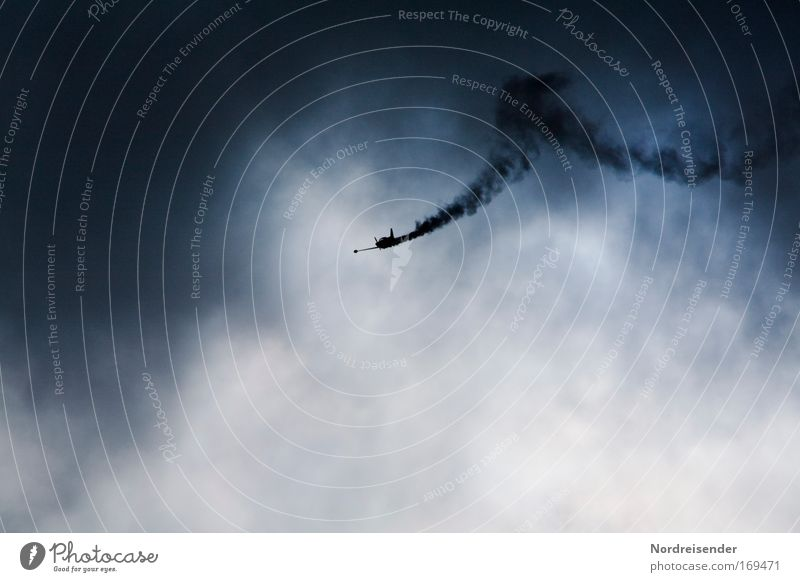 Schussverletzung Himmel Freude dunkel Luft Wetter elegant fliegen hoch modern Flugzeug ästhetisch Luftverkehr Lifestyle bedrohlich Show Jagd