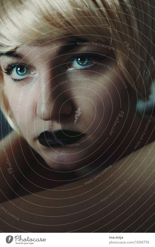 _ Mensch Frau Jugendliche schön Junge Frau ruhig 18-30 Jahre schwarz Gesicht Erwachsene feminin Denken Haare & Frisuren träumen elegant blond