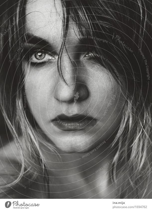 hoffnungsvoll Mensch Frau Jugendliche Junge Frau 18-30 Jahre Gesicht Erwachsene Auge Gefühle feminin Haare & Frisuren Stimmung wild authentisch einzigartig