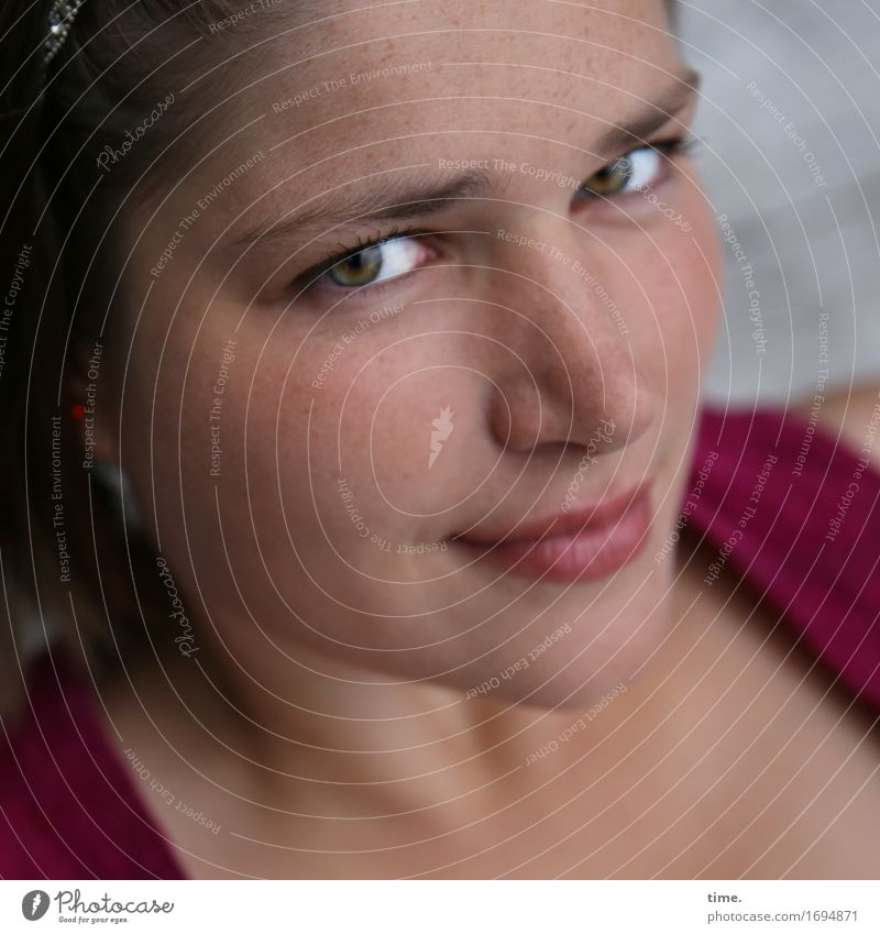 Maria Mensch schön Erotik Erholung ruhig Leben feminin Denken Haare & Frisuren Zufriedenheit ästhetisch warten Lächeln beobachten Gelassenheit Vertrauen