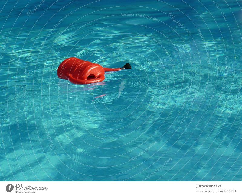 Schwimmen kann(s)e Kannen Gießkanne Schwimmbad Wellen schwimmen treibem türkis blau untergehen rot voll frisch nass Wasser kalt Sommer Juttaschnecke