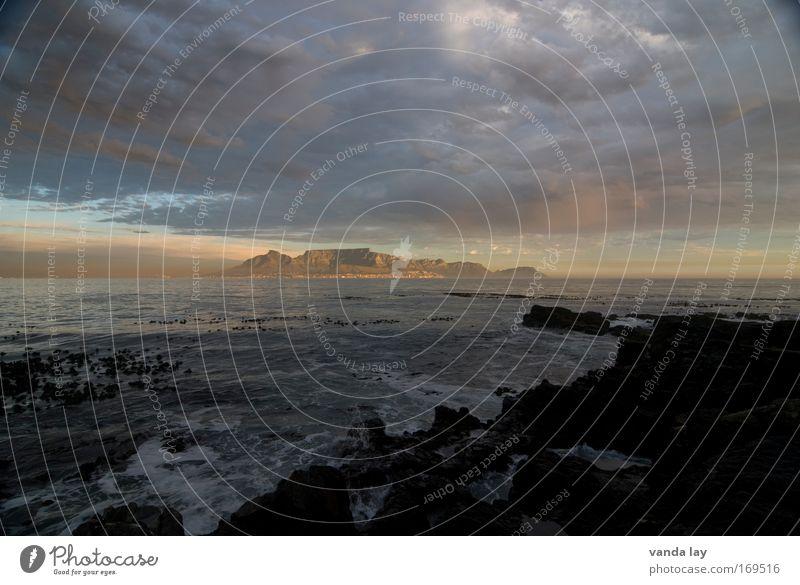 Tafelberg Himmel Ferien & Urlaub & Reisen Stadt Wasser Sonne Meer Wolken Ferne Strand Umwelt Küste Sand Erde Wellen Urelemente Kitsch