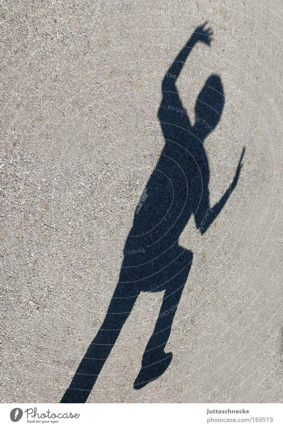 Der schwarze Rächer ;-) Schatten Silhouette Kontrast Schrecken erschrecken Beton Sonnenlicht springen buh Angst fangen winken Juttaschnecke