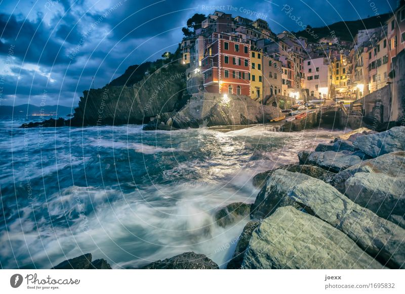 Wir werden uns wiedersehen Himmel Wolken Schönes Wetter Felsen Küste Riomaggiore Italien Fischerdorf Altstadt Haus Fassade Sehenswürdigkeit alt historisch
