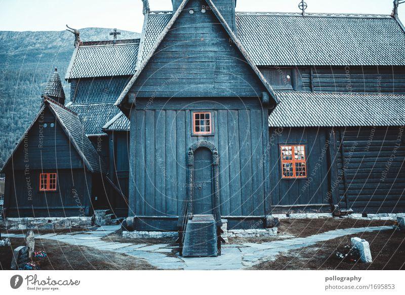 nowhere in norway (1) Lifestyle Umwelt Winter schlechtes Wetter Hügel Felsen Alpen Norwegen Dorf Fischerdorf Kleinstadt Stadt Haus Einfamilienhaus Traumhaus