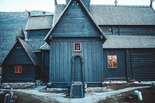 nowhere in norway (1) Stadt Haus Winter Fenster Lifestyle Wand Umwelt kalt Gefühle Mauer Fassade Felsen Treppe Tür Hügel Alpen