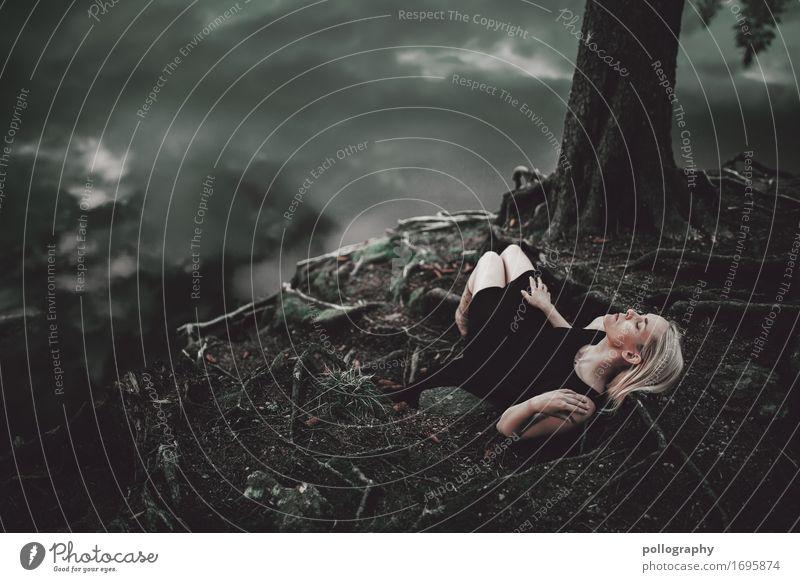 dark Mensch Natur Wasser Einsamkeit dunkel Erwachsene Traurigkeit feminin Angst träumen Erde liegen Schutz Stress Müdigkeit Verzweiflung