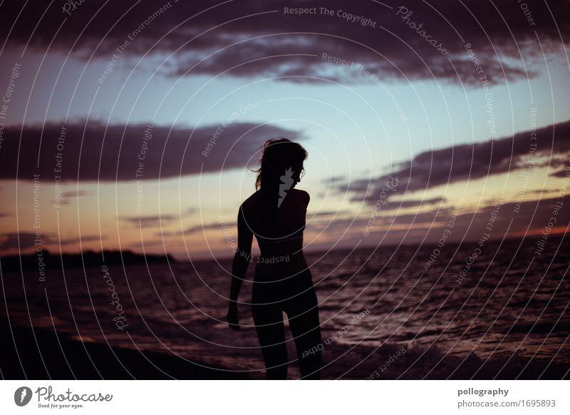 dreamer Mensch Frau Ferien & Urlaub & Reisen Jugendliche Sommer Junge Frau Wasser Meer Wolken Strand Ferne 18-30 Jahre Erwachsene Leben Gefühle Herbst