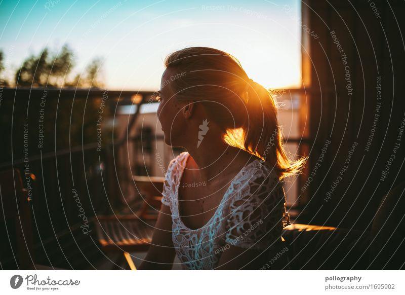 Sunrise Lifestyle schön feminin Frau Erwachsene Leben 1 Mensch Himmel Sonne Sonnenaufgang Sonnenuntergang Sonnenlicht Schönes Wetter T-Shirt blond kurzhaarig