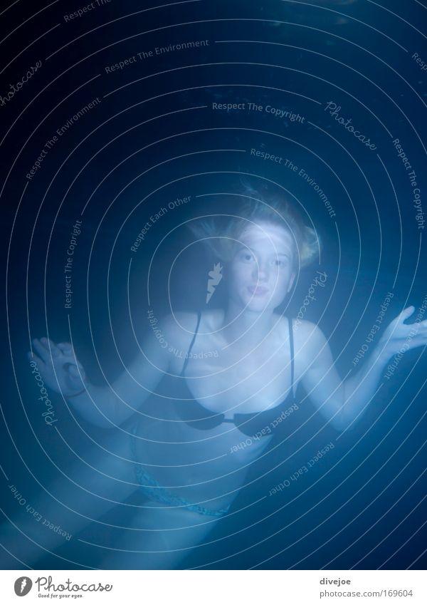 Wassernixe Mensch Jugendliche Freude ruhig Unterwasseraufnahme Erholung Leben feminin Glück Zufriedenheit Freizeit & Hobby Schwimmen & Baden Junge Frau
