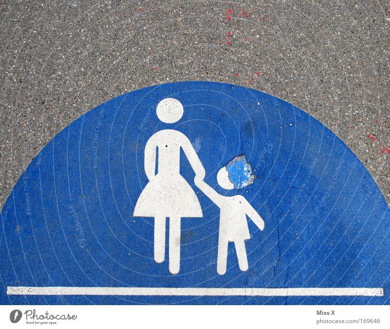 Kinderkopfschmerz Mensch blau Erwachsene Straße Wege & Pfade gehen Schilder & Markierungen Verkehr kaputt Mutter Schutz Zeichen Fußweg Bürgersteig Verkehrswege