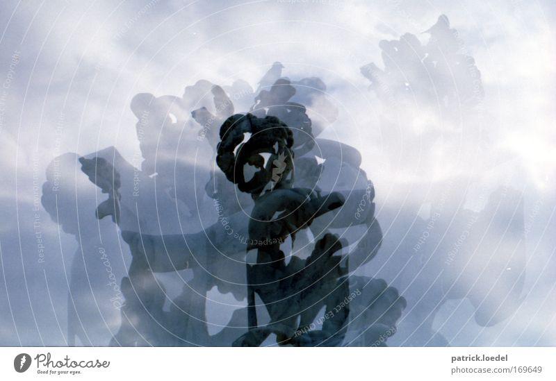 Blurred Vision Schwarzweißfoto Außenaufnahme Experiment Abend Silhouette Mensch Kunst Kunstwerk Skulptur Himmel Burg oder Schloss Engel historisch Romantik