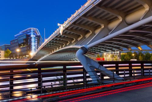 Berlin bei Nacht Stadt blau rot dunkel Straße Architektur Bewegung Business Deutschland modern Europa Brücke neu fahren Bauwerk