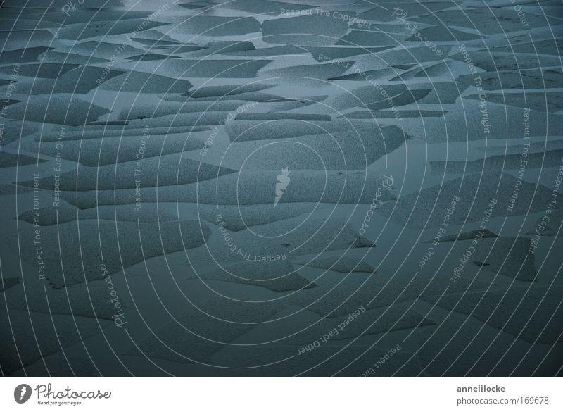dünnes Eis Farbfoto Außenaufnahme Umwelt Natur Landschaft Urelemente Wasser Winter Klima Klimawandel Wetter Frost Küste Meer Teich See Bach Fluss dunkel eckig