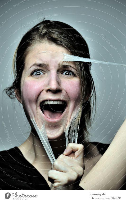 ...zum aus der haut fahren. Mensch Frau Jugendliche schön Junge Frau Erwachsene Auge 18-30 Jahre feminin rosa Angst Kraft festhalten Todesangst Porträt Gesicht