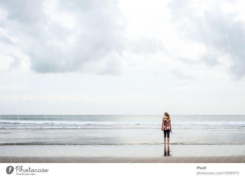 Seaside II Mensch Frau Himmel Ferien & Urlaub & Reisen Jugendliche Junge Frau Wasser Meer Erholung Einsamkeit Wolken ruhig Ferne Strand Erwachsene feminin