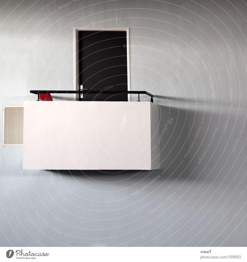 Balkonien schön weiß Einsamkeit Wand oben Stein Mauer Tür Sicherheit Ordnung ästhetisch retro Aussicht Ziel niedlich