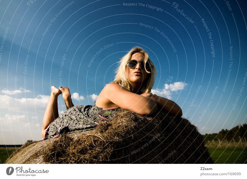 after work II Himmel schön Sommer Wolken ruhig Erholung Landschaft Glück Stil träumen Feld blond liegen ästhetisch Coolness