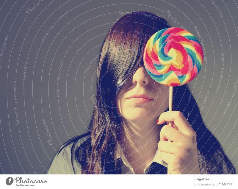 Das Leben, mein Lutscher und ich Mensch feminin Junge Frau Jugendliche 1 18-30 Jahre Erwachsene brünett langhaarig Lust Ernährung Lollipop mehrfarbig gestreift