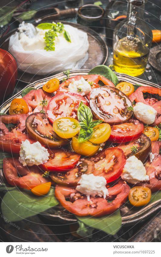 Italienischer Tomaten Mozzarella Salat Gesunde Ernährung Leben Stil Lebensmittel Design Häusliches Leben Tisch Kräuter & Gewürze Küche Gemüse Bioprodukte