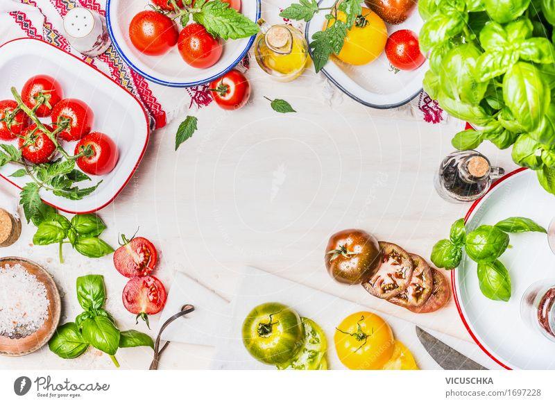 Vielfalt von bunten Tomaten mit Salatzutaten Lebensmittel Gemüse Salatbeilage Kräuter & Gewürze Öl Ernährung Mittagessen Abendessen Bioprodukte