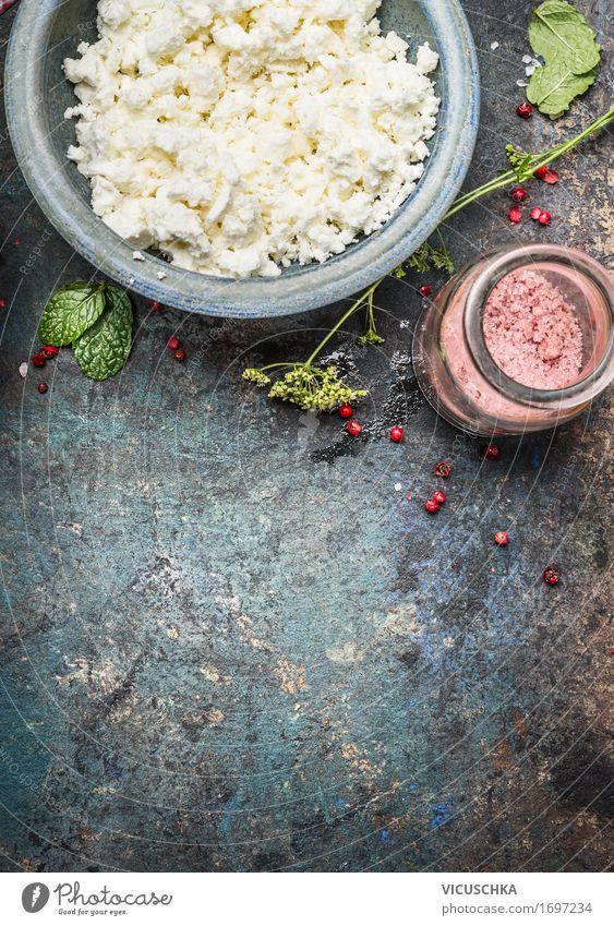 Hütten oder Feta-Käse in der blauen Schüssel Lebensmittel Kräuter & Gewürze Ernährung Bioprodukte Vegetarische Ernährung Diät Geschirr Stil Design