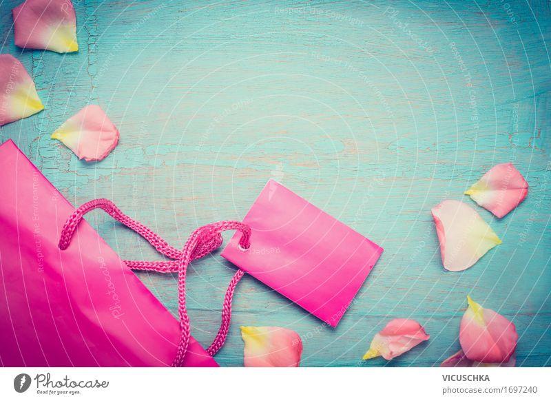 Shopping bag und blütenblätter kaufen Reichtum Stil Design Sommer Business Natur Mode Verpackung Paket retro blau rosa Freude sparsam Stimmung schick
