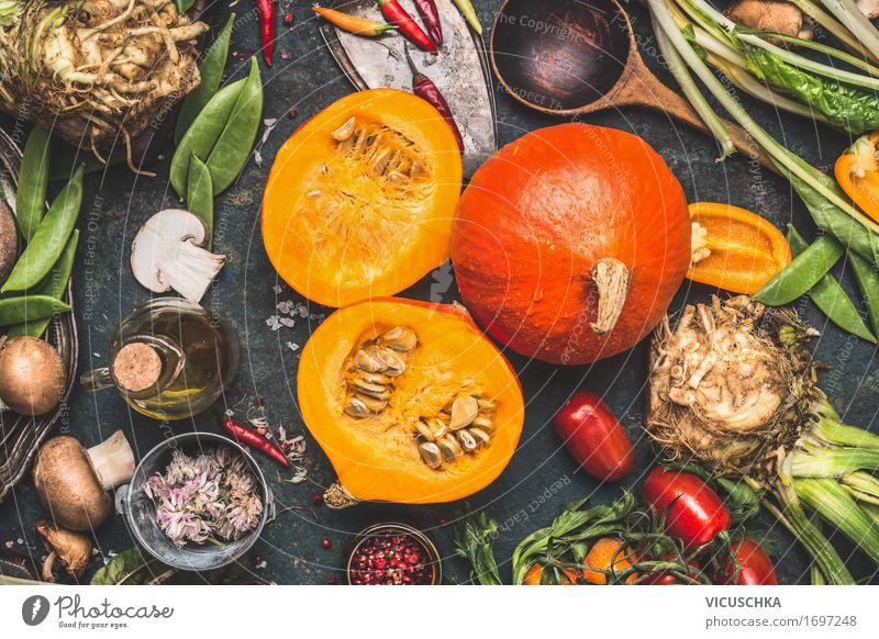 Hokkaido-Kürbis mit Pilzen und Gemüse Zutaten Gesunde Ernährung Winter Foodfotografie gelb Leben Herbst Stil Lebensmittel Design Tisch Kräuter & Gewürze Küche