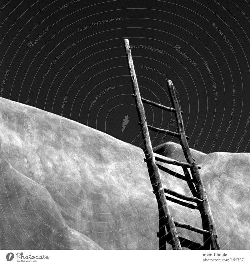 wohin? Leiter Schwarzweißfoto Adobe Santa Fé Himmel Himmel (Jenseits) Leitersprosse Quadrat Lehm Lehmhaus Treppe