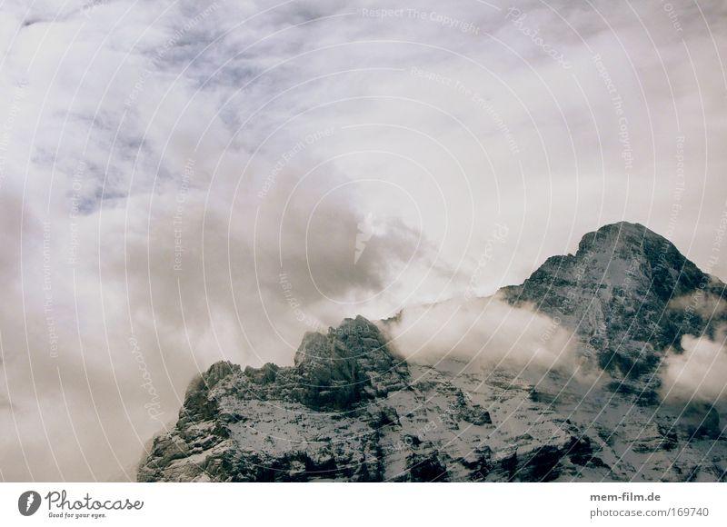 berg rechts unten Himmel Himmel (Jenseits) Eiger Berner Oberland Grindelwald Berge u. Gebirge Alpen mittelegi Bergkamm nordisch Northface alpin Winter Klettern
