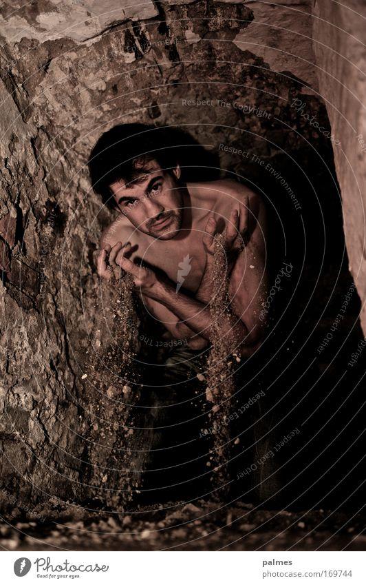 SandMagier Mensch Mann Einsamkeit Stein Sand Stimmung Erwachsene Erde Ruine Urelemente bizarr Rätsel Höhle